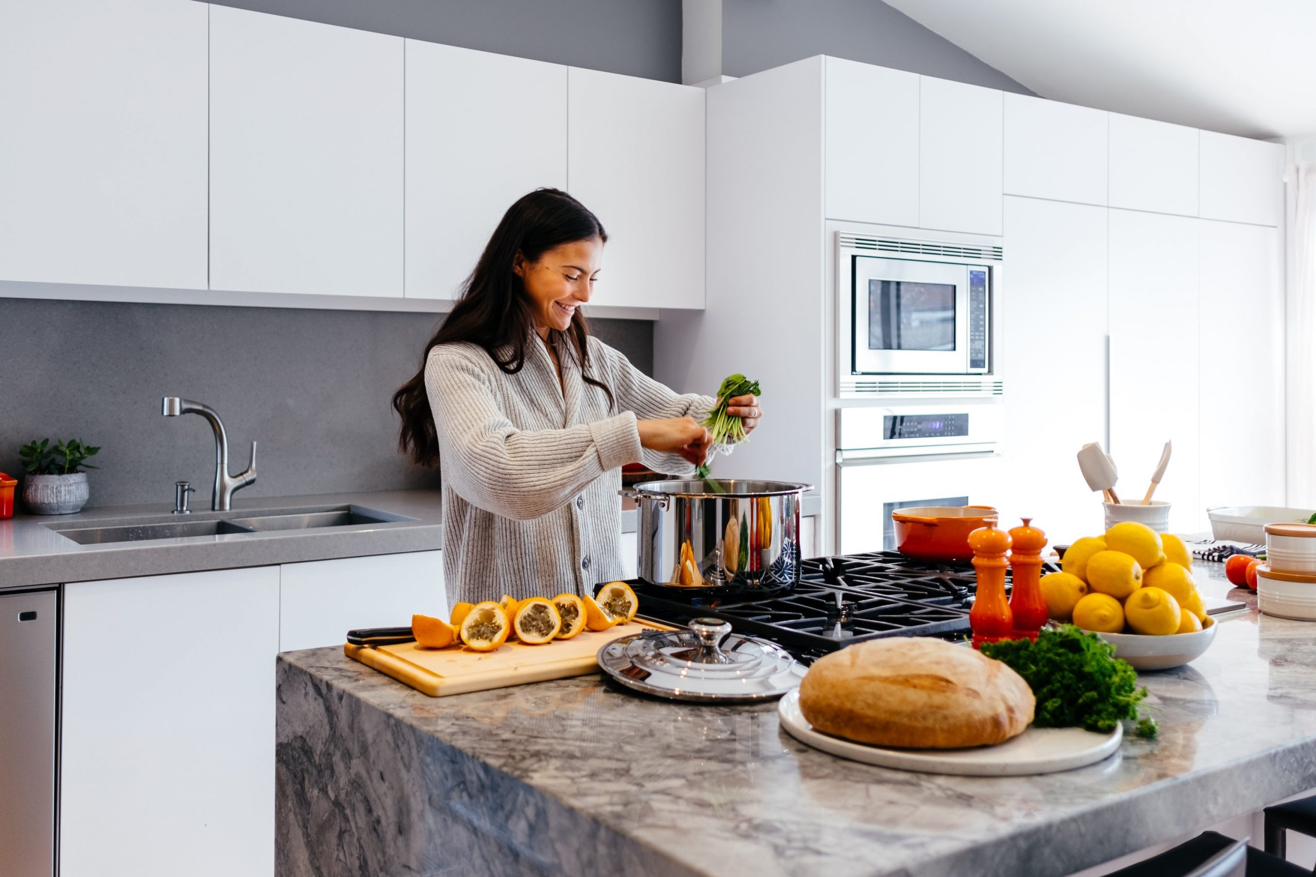 zena u kuhinji-slowage365